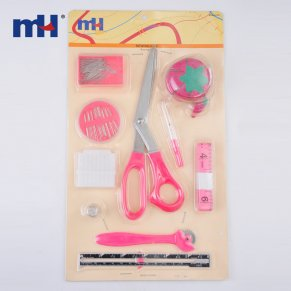 Kitambulisho cha 0340-6125-Kit-(Chalk, -Needles, -Pins, -Guide-Guage, -Scissors, -Supper-Ripper, -Tape-Measure, -Tracing-Wheel, -Cin-Cushion, -Thimble)